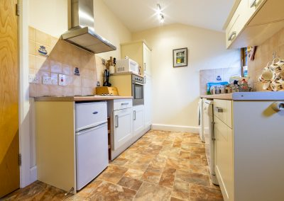Cowshed Cottage - Kitchen with all mod cons